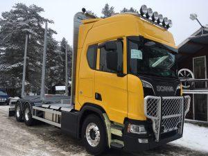 3-axlad timmer-kranbil Scania, Sverige